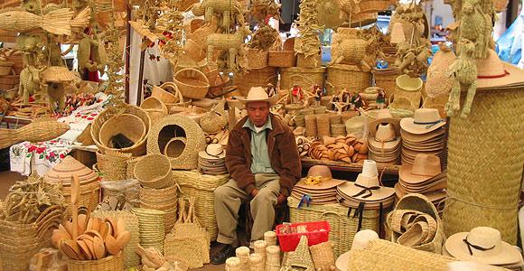 Vendedor de artesanías en Pátzcuaro, Michoacán